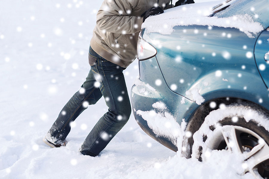 Car in Snow - What to put in a Winter Car Safety Kit